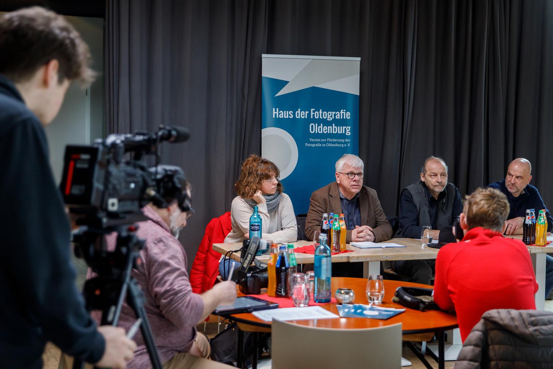 """Pressekonferenz """"Oldenburg fotografiert"""" (von links): Bonnie Bartusch, Claus Spitzer-Ewersmann, Sven Tiedemann und Sönke Manns"""